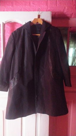 Куртка женская,черная в идиальном состоянии, размер 56,пог62,длина90