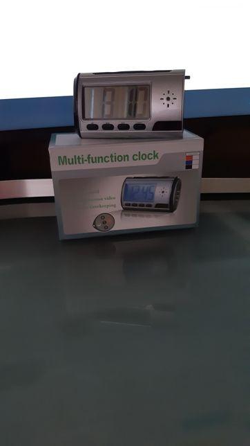 Годинник з камерою