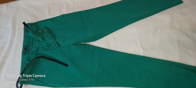 Spodnie Stradivarius rozm 34 zielone