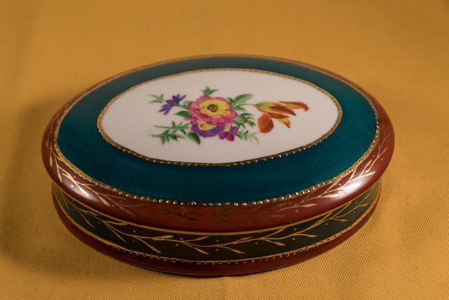 Caixa antiga em porcelana pintada á mão sem defeitos