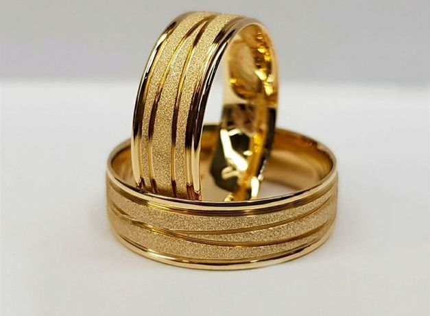 Wyjątkowa Para Złotych Obrączek Ślubnych