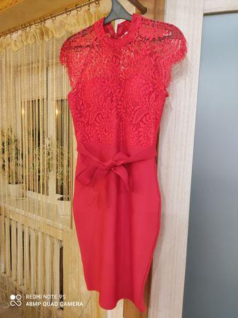 Платье женское. Размер м. 900 ₽
