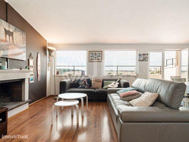 Apartamento T3+1 com terraço e vista cidade em Campo de O...