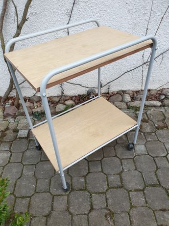 Stolik na kółkach metalowy