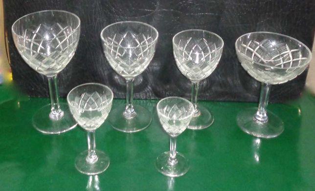 Serviço de copos antigo + de 60 anos meio cristal, 36 copos