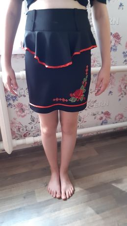 Шкільна юбка з вишивкою