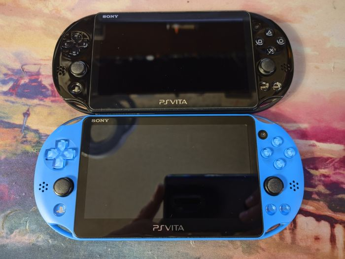 Ps Vita 2000, Playstation Vita Slim, б\у, прошитая, 32Гб Алексеево-Дружковка - изображение 1