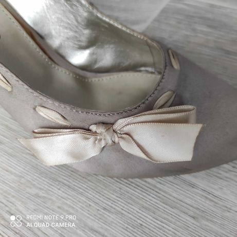 Buty na średnim obcasie 38 rozm.