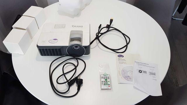Projektor multimedialny BenQ MW712 + ekran
