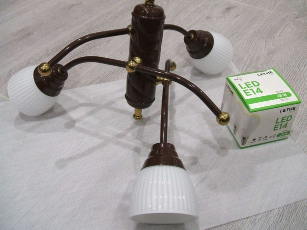 LAMPA SUFITOWA , atrakcyjny wygląd , 3 klosze , nowe żarówki LED E14