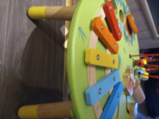 Drewniany stolik do zabawy dla dzieci