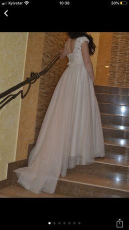 Весільна сукня, весільне плаття, вечірня сукня, вечірнє плаття.