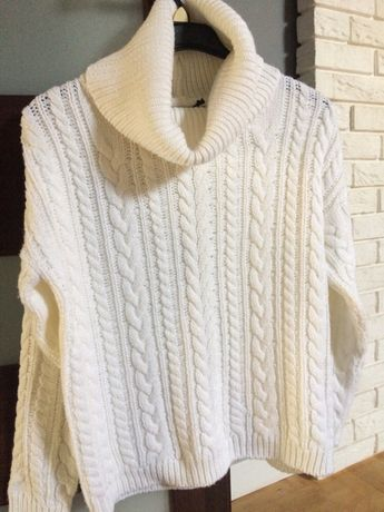 Sweter z golfem, biały z acrylu.