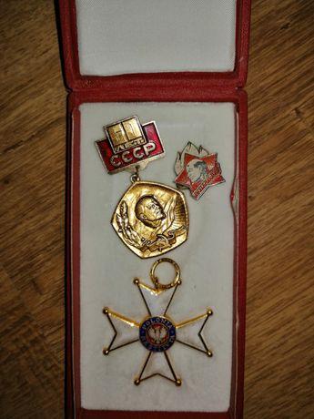 Trzy odznaki