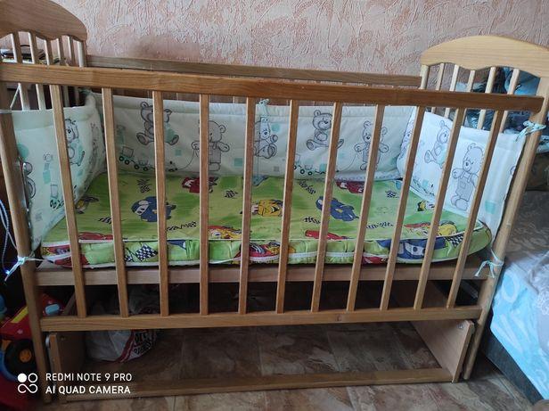 Кровать маятник детская,матрас, постельное + в подарок пеленатор