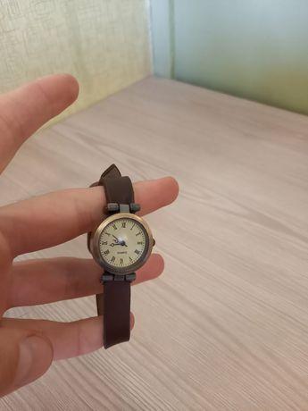 Женские часы на руку наручные часи