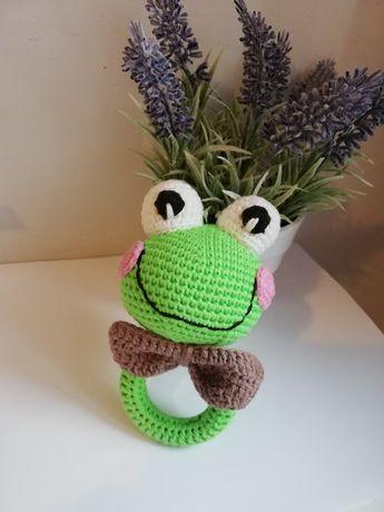 Grzechotka dla dzieci wykonana na szydełku z włóczki handmade Żabka