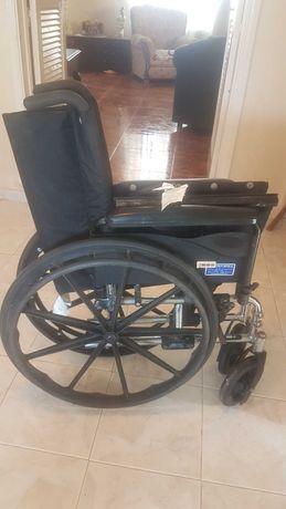Cadeira de rodas marca Invacare 9000x