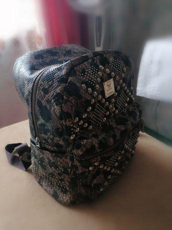 Рюкзак. .   .      .