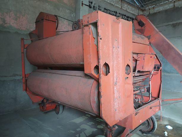 Продаю семяочистительную-зернокалибровочную машину СМ-4