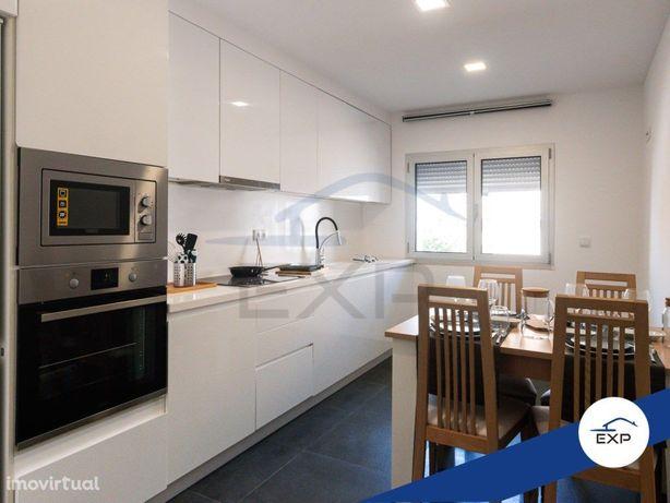 Apartamento T2 Luxo, Prédio 100% Novo C/ Garagem