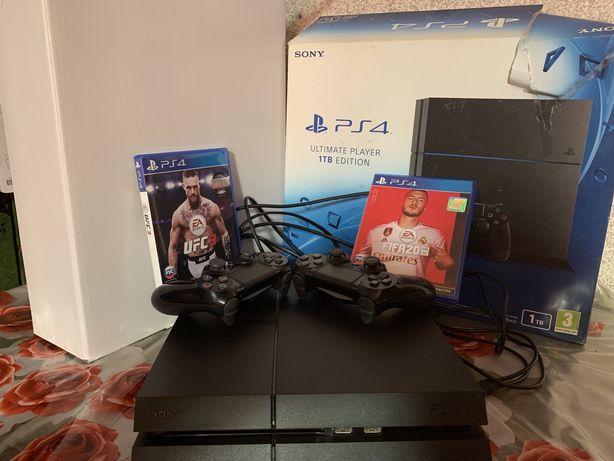 Продам PlayStation 4 (PS4)