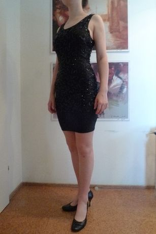 elastyczna sukienka z cekinami