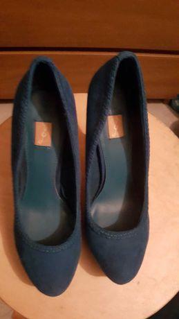 sapatos altos tacão fino