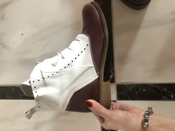 Нові шкіряні черевички