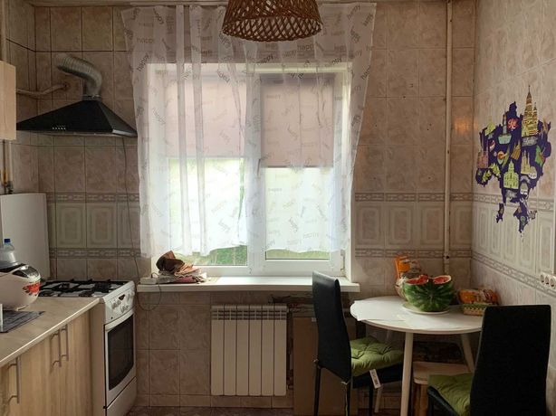 Продам 4 комнатную на ул.Вышгородская 32.