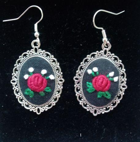 Kolczyki z różyczkami - haft ręczny