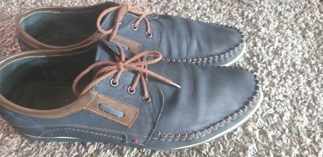 Granatowe  buty  męskie    rozmiar  45