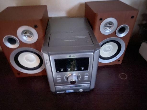 Wieża LG radio odtwarzacz CD wszytko sprawne sterowana pilotem