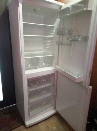 Продам холодильники Атлант 4500грн и Индезит  4000 грн