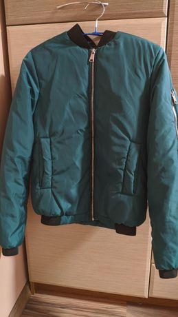 Весенняя куртка в идеальном состоянии