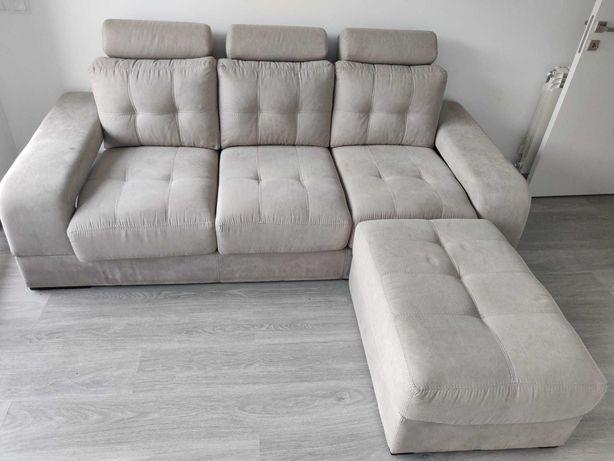 Sofá de 3 lugares com pousa pés