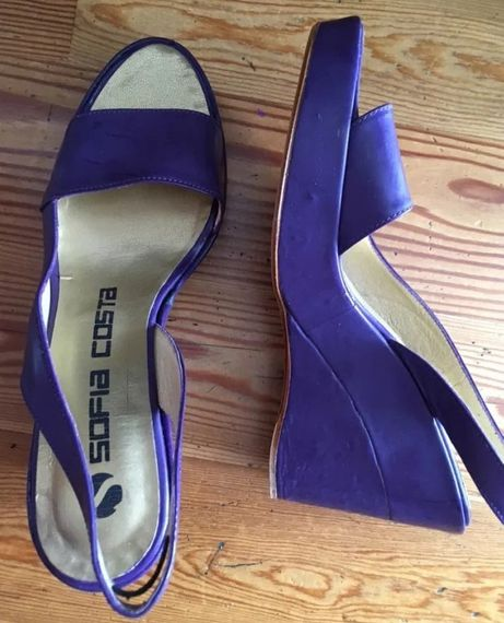 Sandálias/Sapatos salto alto marca Sofia Costa, cor roxa – Novos