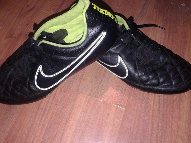 Buty piłkarskie korki Nike metalowe
