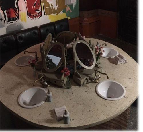 Туалетная панель со смесителями и раковинами
