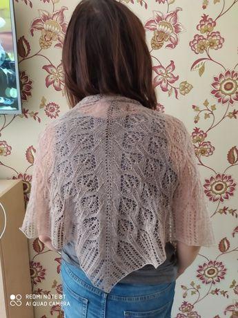 Ręcznie robiona chusta na drutach