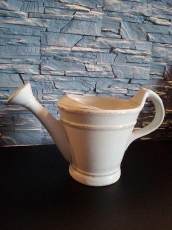 Ceramiczna konewka kremowa