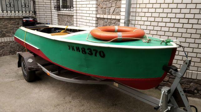 Продам лодку Южанка 1989 года с двигателем и лафетом
