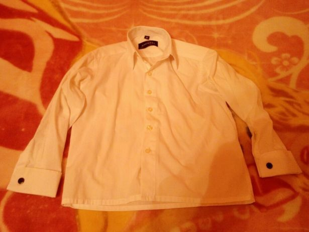 Бавовняна біла сорочка на школяра .