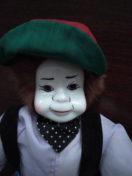 Lalka z twarzą z porcelany