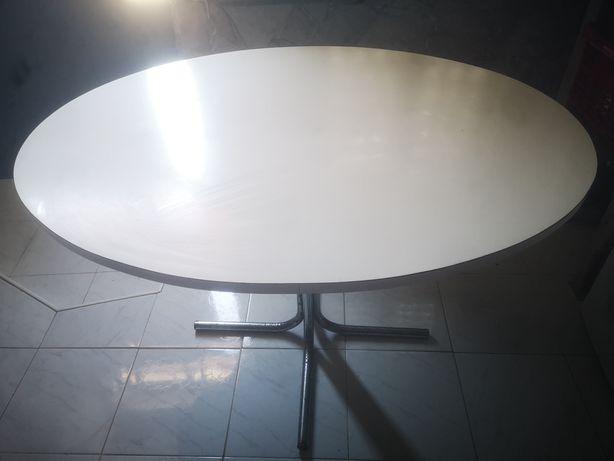 Mesa de cozinha oval