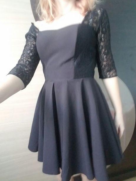 Sukienka z koronką.