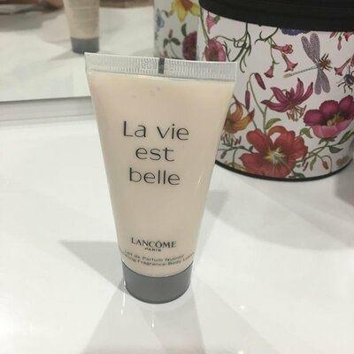 Парфюмированный лосьон для тела Lancome La vie est belle