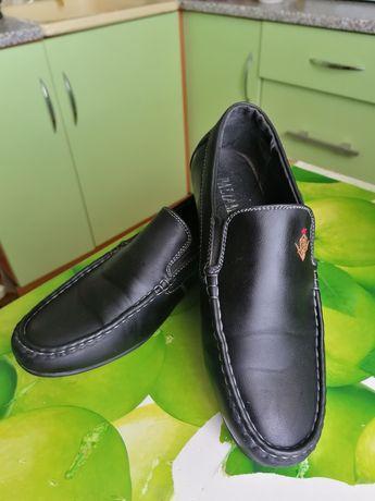 Продам подростковые туфли на мальчика