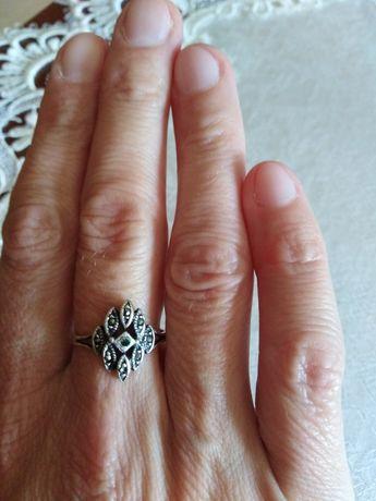 Stary srebrny pierścionek z markazytami