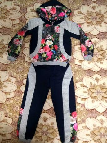Продам дизайнерский спортивный костюм  для девочки